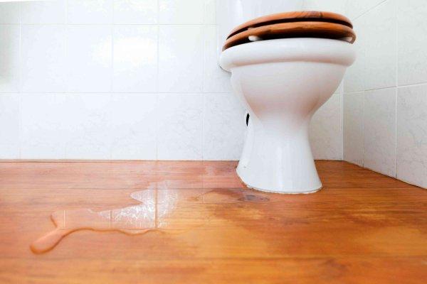 Πως να φτιάξετε την διαρροή της τουαλέτας: Οδηγός βήμα-βήμα